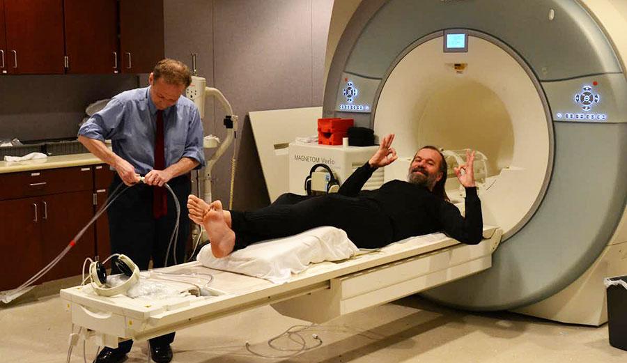 Wim Hof in brain scanner