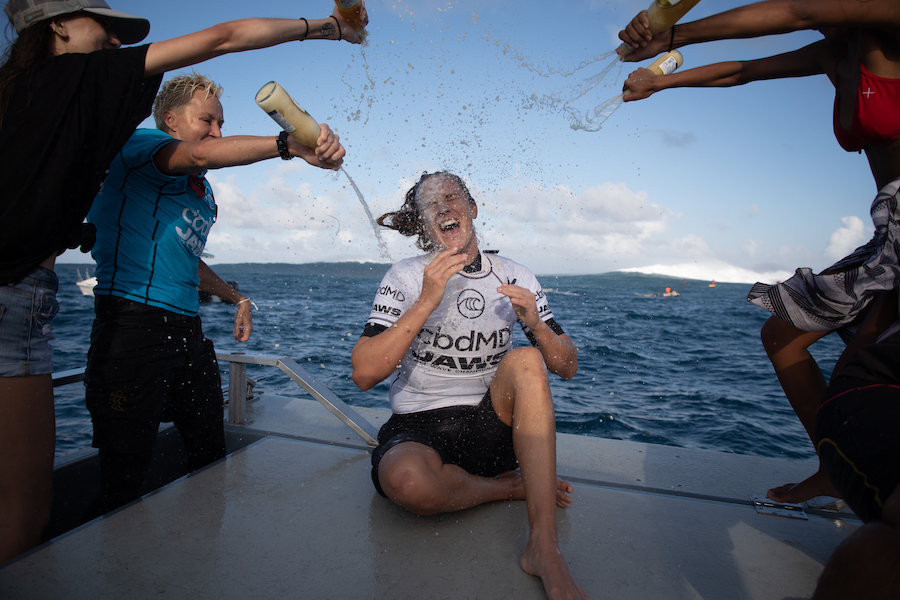 Paige Alms celebrating her third Jaws title