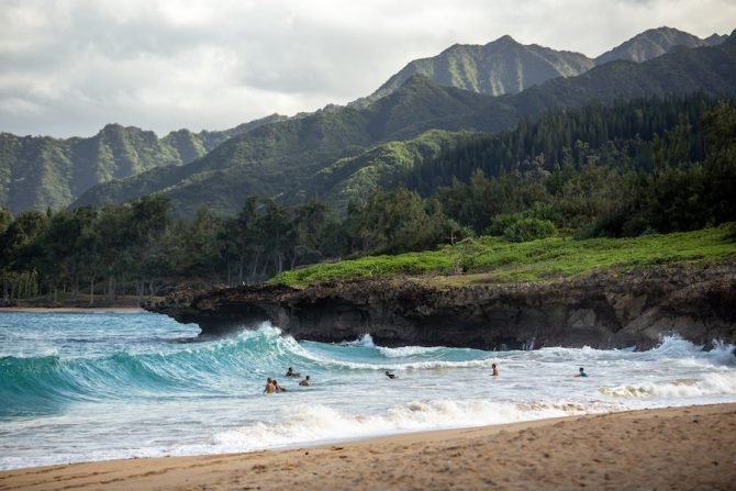 Hawaii Will Open to Tourism This Week While Struggling With Testing Plan