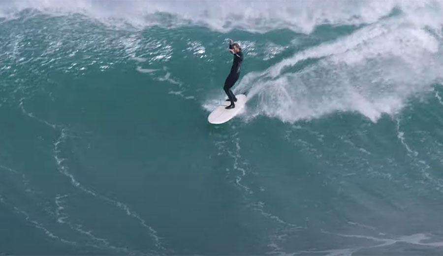 כשחולמים על גלים כך הם נראים: טורן מרטין מגשים בניו זילנד