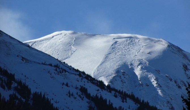 A pair of avalanches near Jones Pass from 12/26.