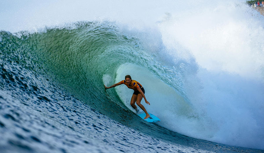 Stephanie Gilmore surfing at Honolua Bay