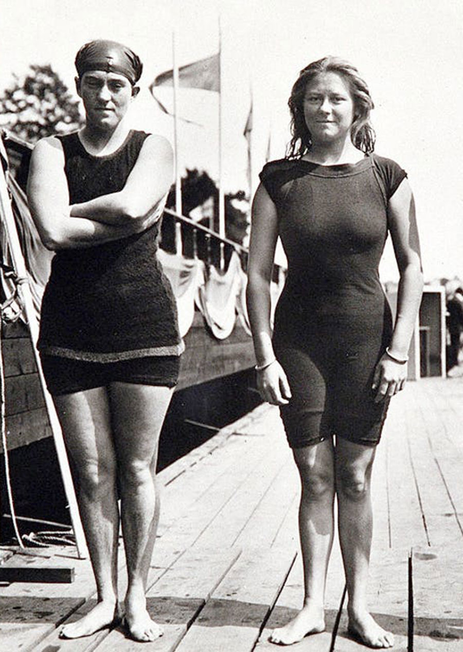 Fanny Durack (left) and Mina Wylie at the 1912 Olympics in Stockholm.