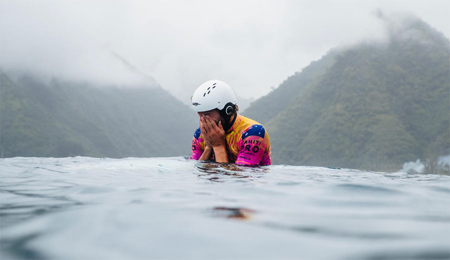 Owen Wright surfing in Teahupoo with helmet on