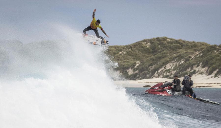 Gabriel Medina surfing